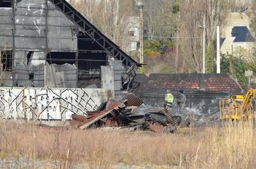 Acienne usine en cours de démoliton.