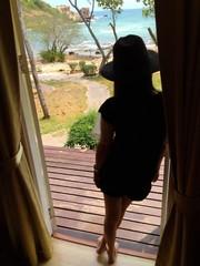 girl open the door to see view.