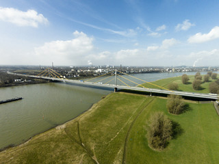 Rheinbrücke in Duisburg Neuenkamp