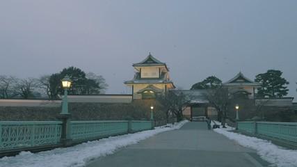 夕暮の金沢城冬景色