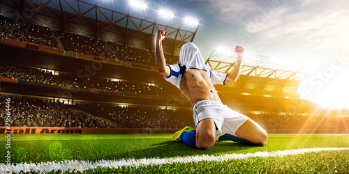 Soccer player in action - 79564446