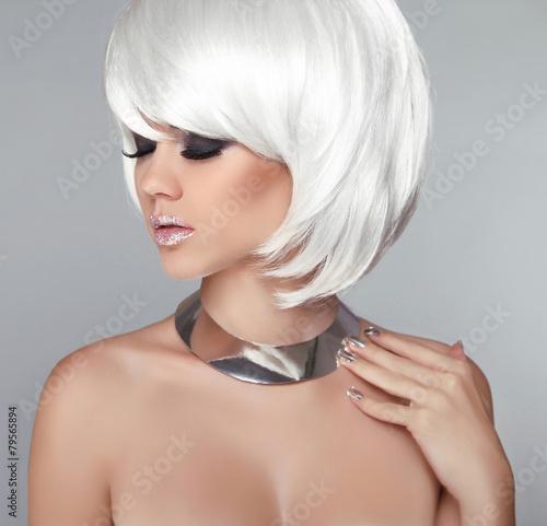 Aluminium White Bob Hairstyle. Beauty Blond Girl Portrait with Smokey eyes