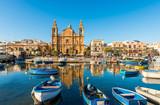 Église et bateaux de pêche à Sliema, Malte