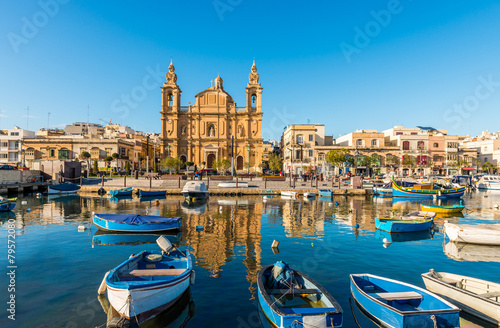 Zdjęcia na płótnie, fototapety, obrazy : Église et bateaux de pêche à Sliema, Malte