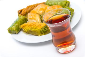 Türkische Baklava mit Tee