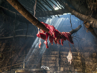 Trockenfleisch in Mapuche-Hütte
