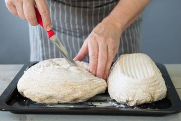 Scoring bread dough