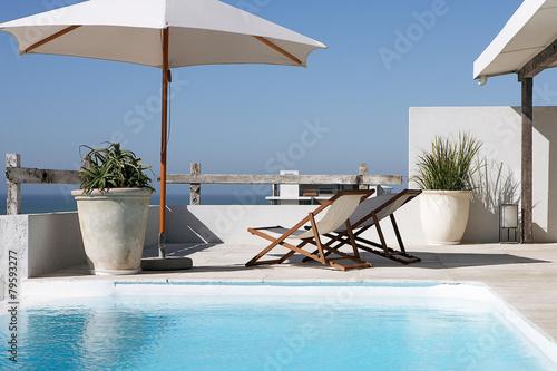 swimming pool in tropical resort - 79593277
