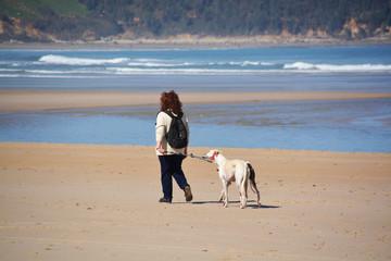 paseando por la playa de oyambre en primavera