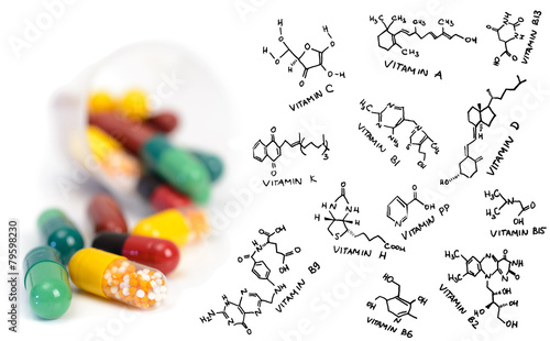 Vitamin supplement pills and chemical formulae - 79598230