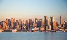 Нью-Йорк Нью-Йорк есть здания горизонта вечером