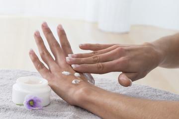 soins des mains femme