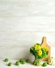 菜の花(菜の花の一種)とまな板