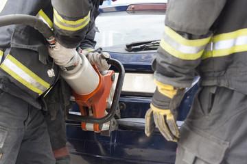 bomberos trabajando