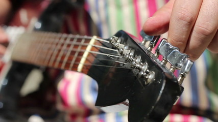 Electric Guitar Manually Tune Up
