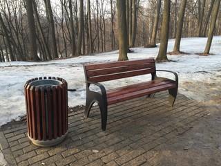 скамейка в парке, весна