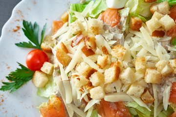 Mouthwatering vegetable salad with croutons