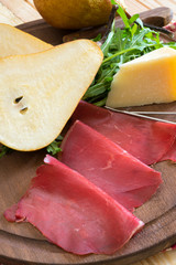 bresaola seasoned with olive oil, rocket and parmesan flakes