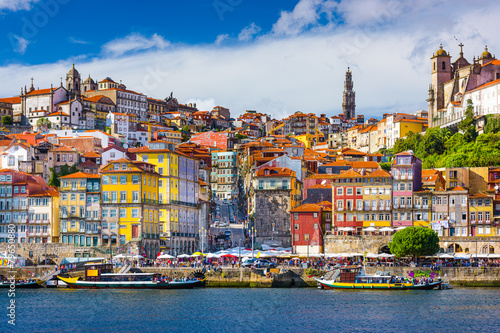 Aluminium Mediterraans Europa Porto, Portugal Old City Skyline on the Douro River