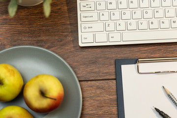 Keyboard, clipboard and apples