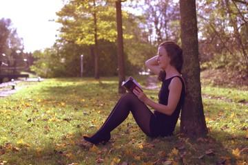 Jeune Femme au livre;