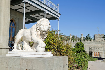 Sculpture of a lion with ball in the Vorontsov Palace
