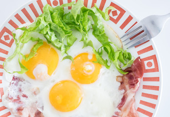 Fried eggs whit bacon