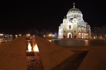 Кронштадт. Вид на вечный огонь и Морской собор