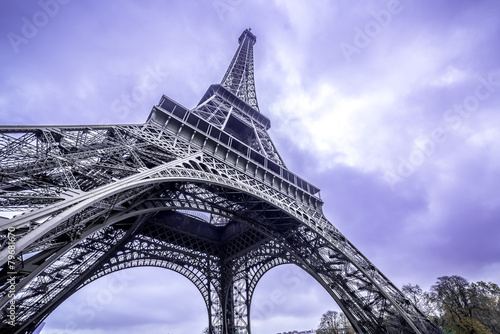 Leinwanddruck Bild Eiffel Tower scenic bottom view. Purple sky