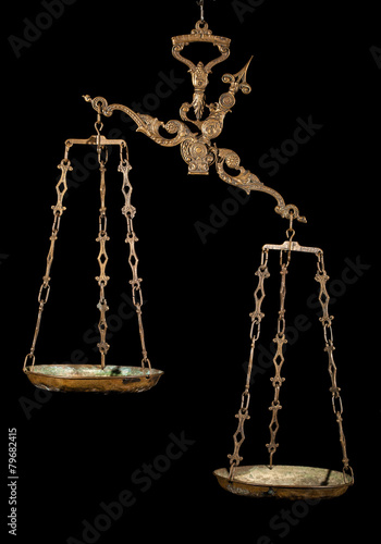 Antique weighing scale - 79682415