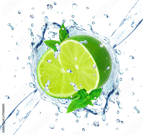 lime and water splash - 79686845