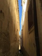 Vicolo pareti case passaggio