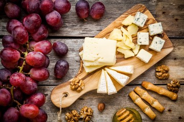 Emmental, Camembert cheese, blue cheese, bread sticks, grapes