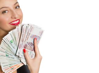 Портрет красивой улыбающейся женщины с деньгами