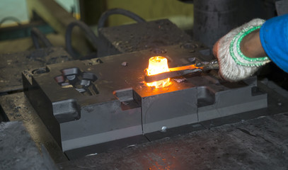 operator forging automotive parts by hot forging_