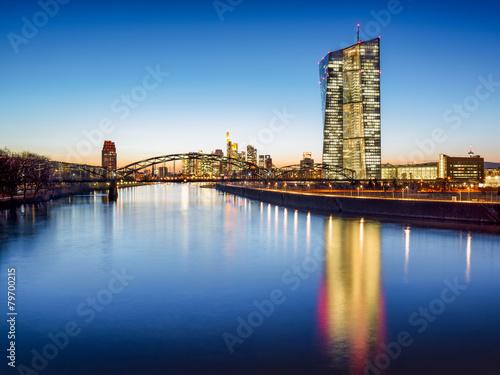 Leinwandbild Motiv Europäische Zentralbank vor der Skyline von Frankfurt