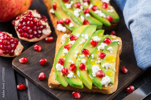 Papiers peints Snack Avocado sandwich with feta and pomegranate