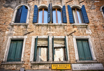 Windows and sign directions in Venice Italy