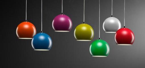 Farbige Leuchtenreihe
