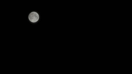 notte di luna piena in movimento