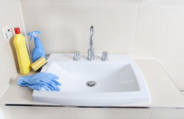 Reinigungsmittel und Waschbecken
