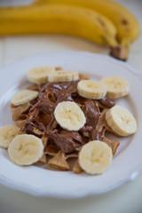 Waffeln mit Banane und Schokolade