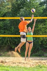 Spielszene beim Beachvolleyball