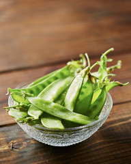 Pea pods in a bowl