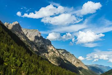 Berge in Tirol mit Wolken