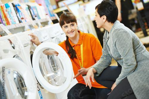 Leinwanddruck Bild woman shopping at home appliance supermarket