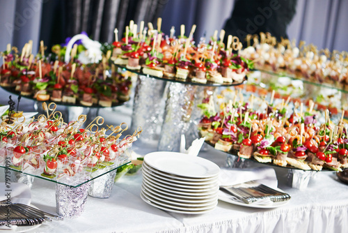 In de dag Buffet, Bar catering service table with food set