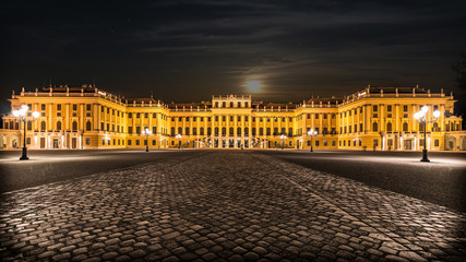 Schloß Schönbrunn by Night