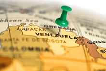 "Постер, картина, фотообои ""Location Venezuela. Green pin on the map."""