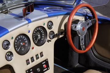 interior coche clasico potente descapotable